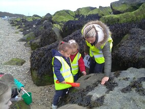 Exploring the rocks & in search of limpets!